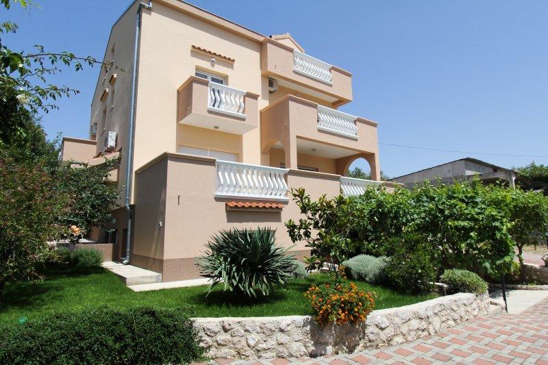 Apartments KALA, vacation rental in Sveti Filip i Jakov