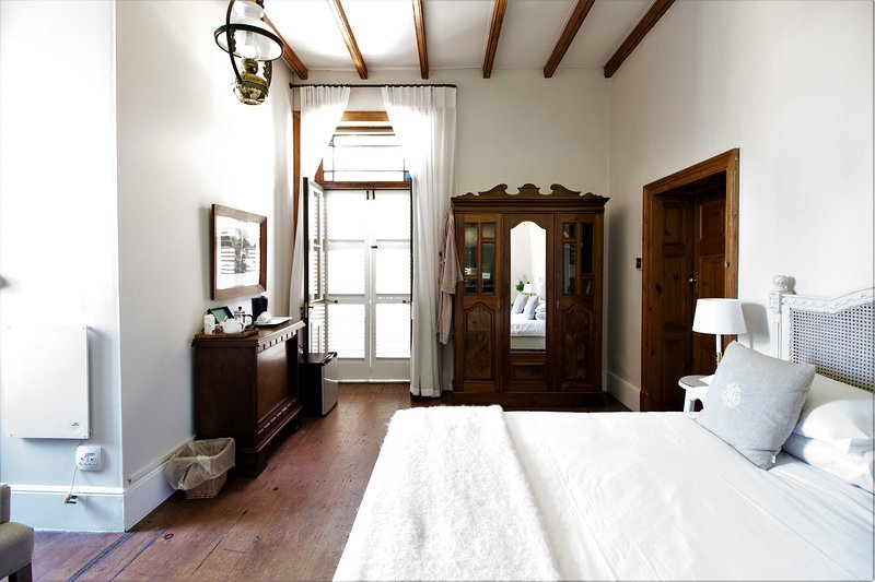 Room size 34 m². KING sized bed. Because of the 3,6 meter high ceiling the room is cool in summer.