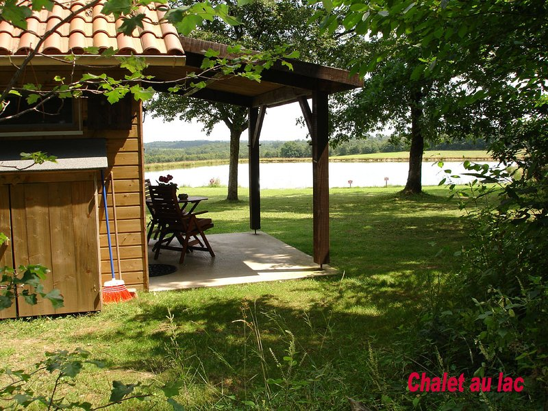 Les Cabanes au lac, holiday rental in Fossemagne