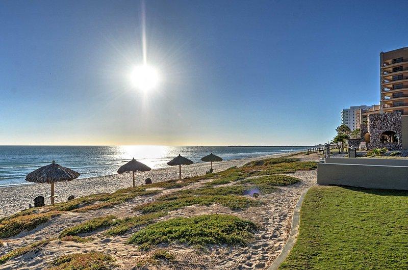 La villa se encuentra justo al lado de la playa, ¡para un fácil acceso al océano!
