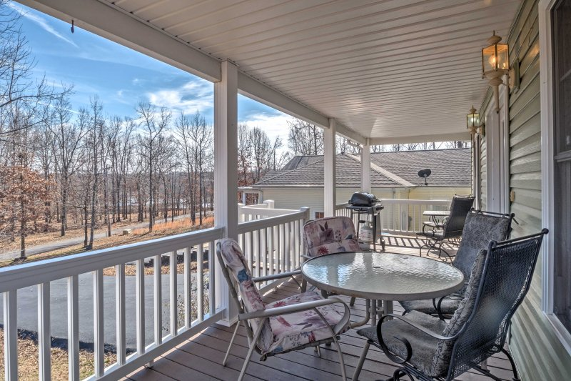 A revitalizing escape awaits you at 'Land Between the Lakes,' a beautiful vacation rental cottage in Grand Rivers, Kentucky!