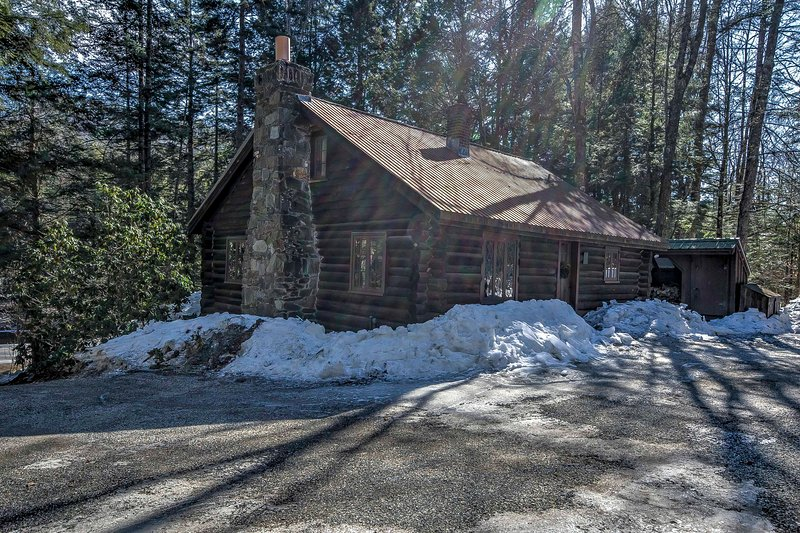 The cabin is situated on 3.5 acres of woodlands.