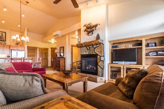 Champagne Lodge 3302 Living room