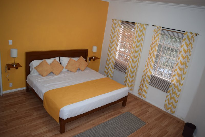 Come visit our cozy home, vacation rental in Mexico City