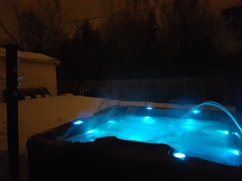 Hot tub - seats 8, with Bluetooth for pairing phone for music