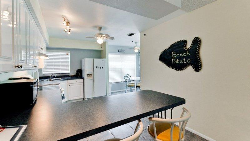 Breakfast Bar - Kitchen area