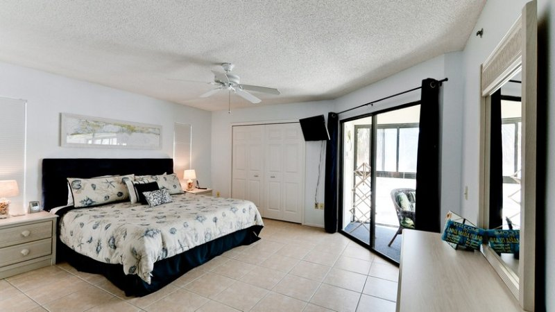 Bedroom 1 | Master | King Bed