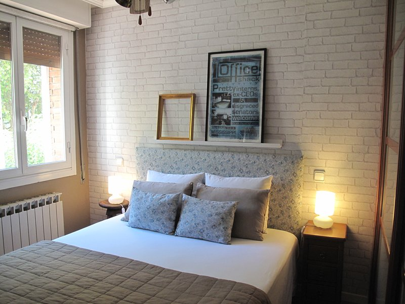 Cozy, very quiet and luminous main room with double bed ( 150cm).