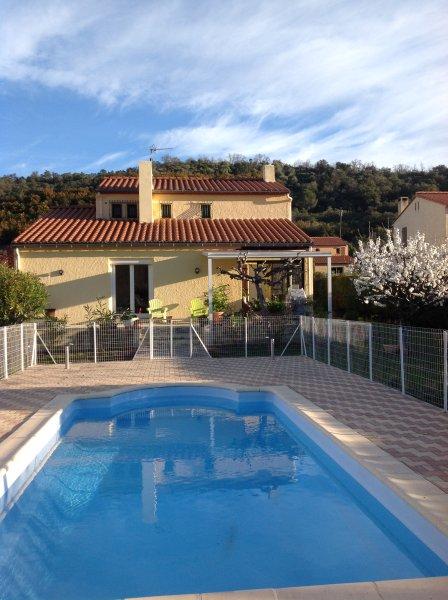 Charmante maison dans un cadre de verdure,idéale pour vacances détente., vacation rental in Oms