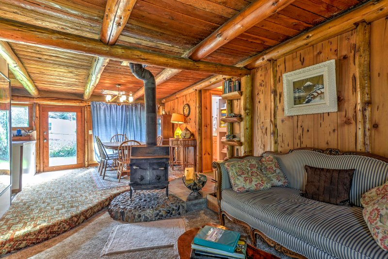 This rustic vacation rental home in Bandon is ideal for your next Oregon escape!