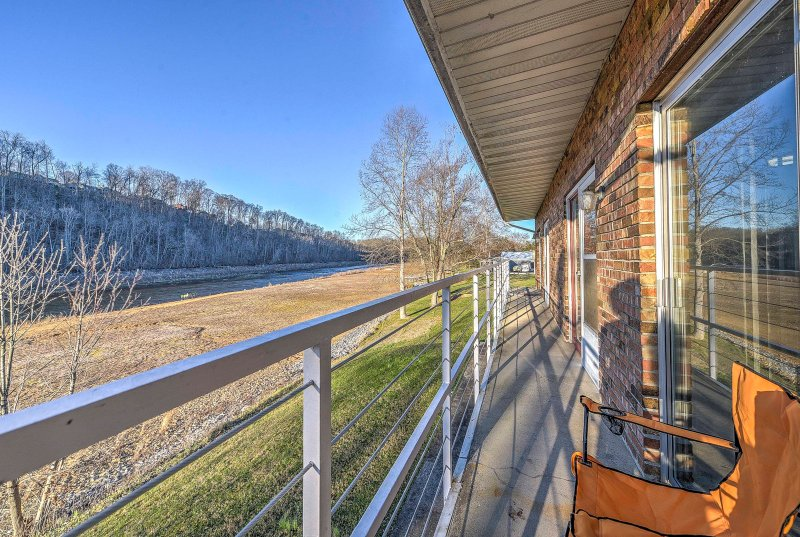 A rejuvenating Tennessee getaway awaits you at this quaint vacation rental apartment in Bluff City.