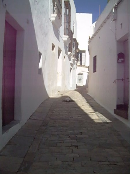 Rua perpendicular à Costanilla rua que dá janela do quarto
