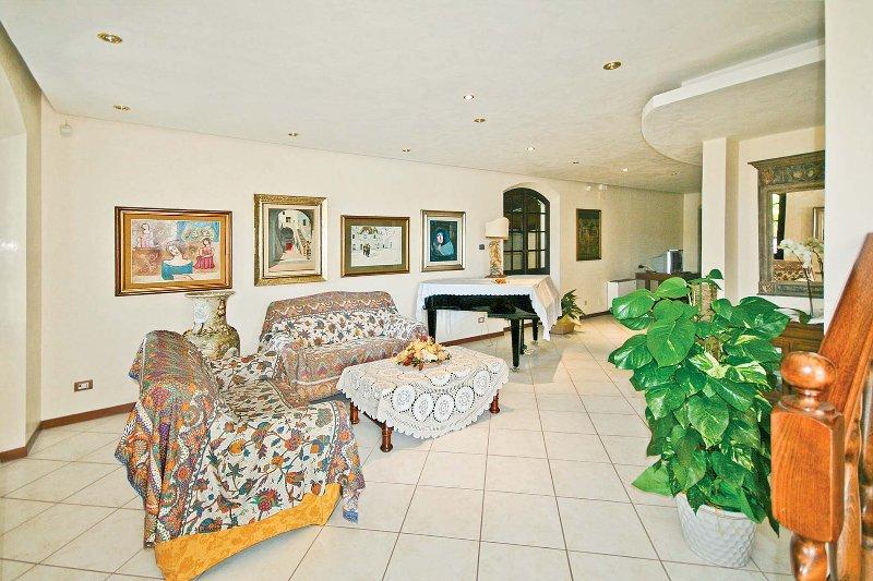 Sardinian Villa with Tennis Court and Swimming Pool - Villa Flamingo, holiday rental in Sardinia