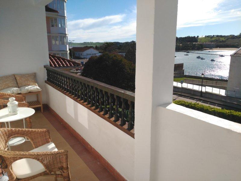 Casa con jardín y aparcamiento privado, holiday rental in Treceno