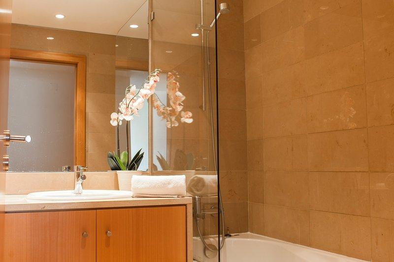 Banho com comodidades (sabão e champô)