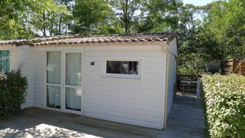 Bungalow en bois, tout équipé et meublé 27m2 (2Chb pour 4 pers), vacation rental in Gujan-Mestras