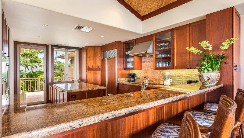 Cucina moderna e ben fornita.