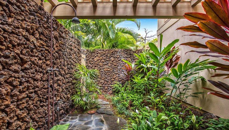 Doccia esterna giardino.