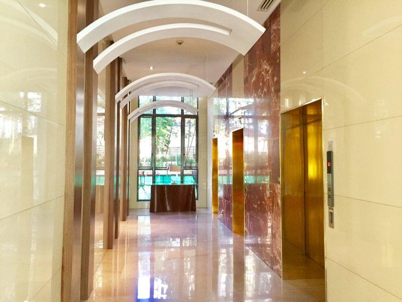 Grand hall d'ascenseur
