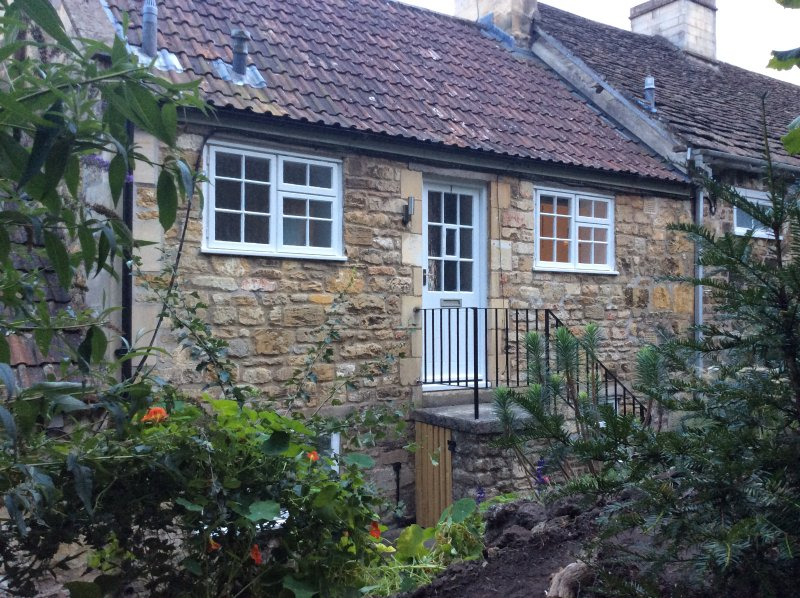 Hill view cottage, holiday rental in Winsley