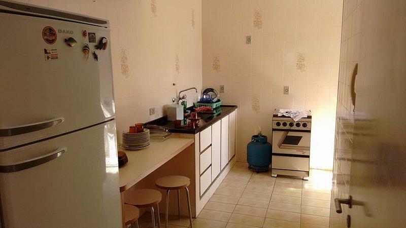 Cuisine - Cuisinière - Réfrigérateur - Micro Ondes