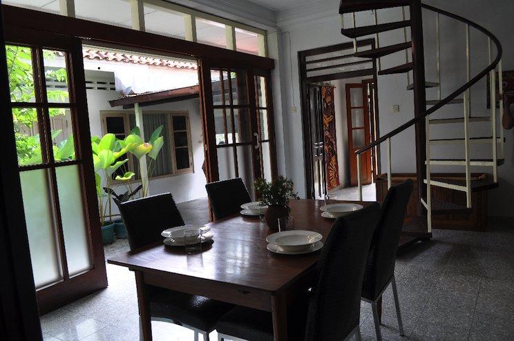 Bale Pandoem Townhouse (Guesthouse), holiday rental in Banguntapan