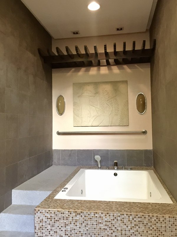 Cozy zone de bain à remous à la zone de douche des femmes