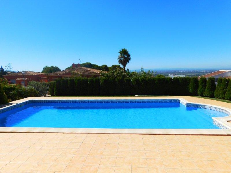 Casa de lujo con piscina y bonito jardín en la urbanización Bellavista Vista., aluguéis de temporada em Pau
