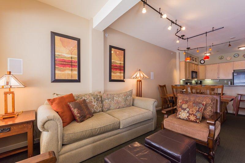 Sala de estar, sofá-cama queen, lareira a gás, TV de tela plana e som surround