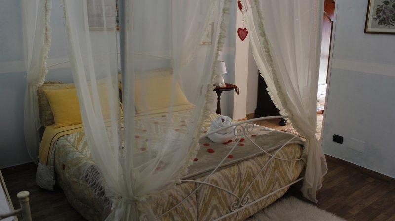 LU SEA ROOM DOUBLE / SINGLE WITH BATHROOM TV WIFI CONDITIONED FRIGOBAR for gardens