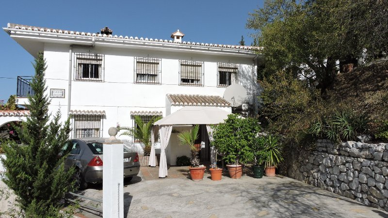 Casa Deon - Spacious villa in Competa with Pool & free Wifi - Dogs Welcome, holiday rental in Competa
