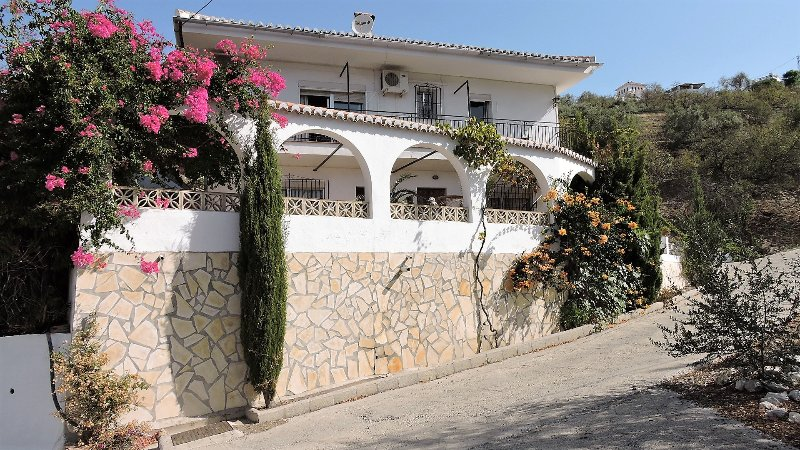 Casa Deon -  Unit 3 - 2 Bedroom Apartment, Free Wifi - Dogs Welcome Shared Pool, holiday rental in Competa