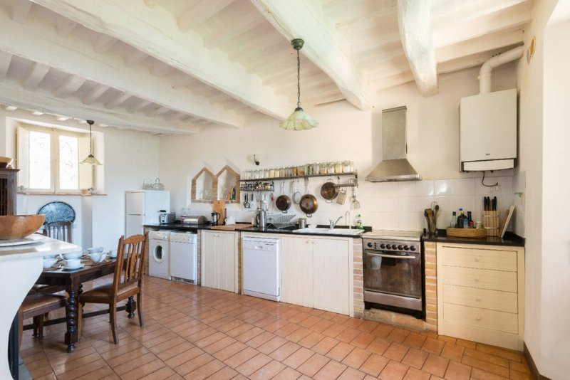 Restored Medieval Hill Town Villa, holiday rental in Smerillo