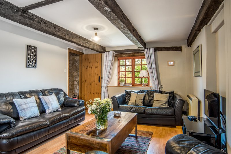 The Granary, beautiful Somerset converted barn, spa, hot tub, WiFi, sleeps 7, location de vacances à Hatch Beauchamp