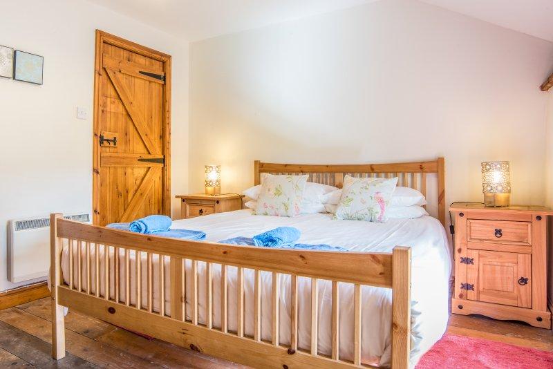 The Old Mill, beautiful Somerset barn, 3 bedrooms, sleeps 8, own Spa, 4 star, vakantiewoning in Taunton
