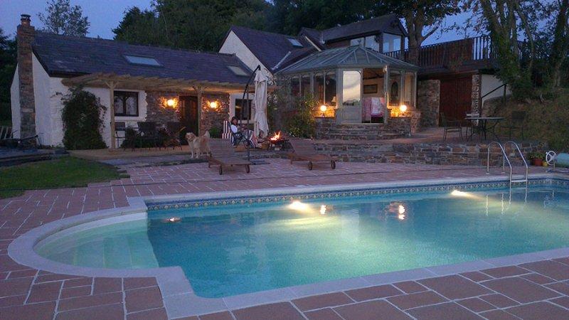La piscine chauffée commune avec la grange (2 personnes)