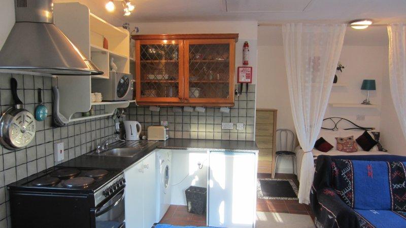 KATES COTTAGES KINVARA Village 1-bedroom Studio Cottage for Two., holiday rental in Kinvara
