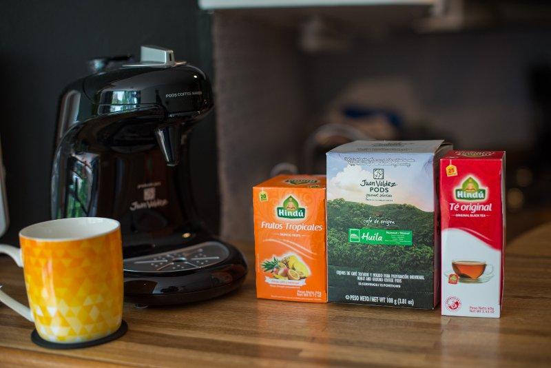 Juan Valdez koffiezetapparaat en peulen beschikbaar.