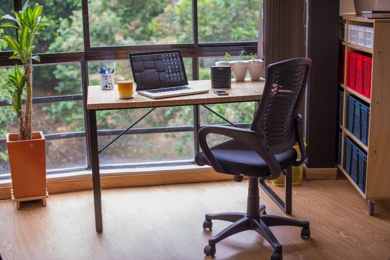 Comfortabele workdesk met mooi uitzicht