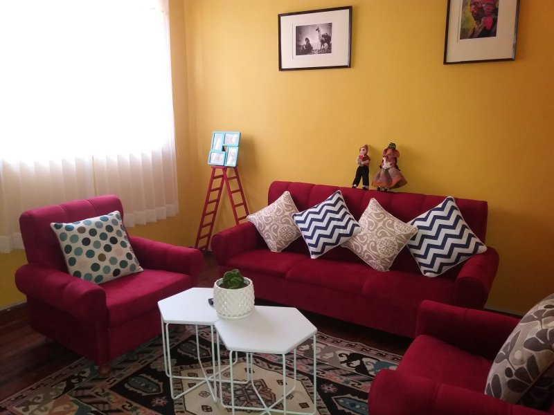 nice apartment 4 minutes from the main square.