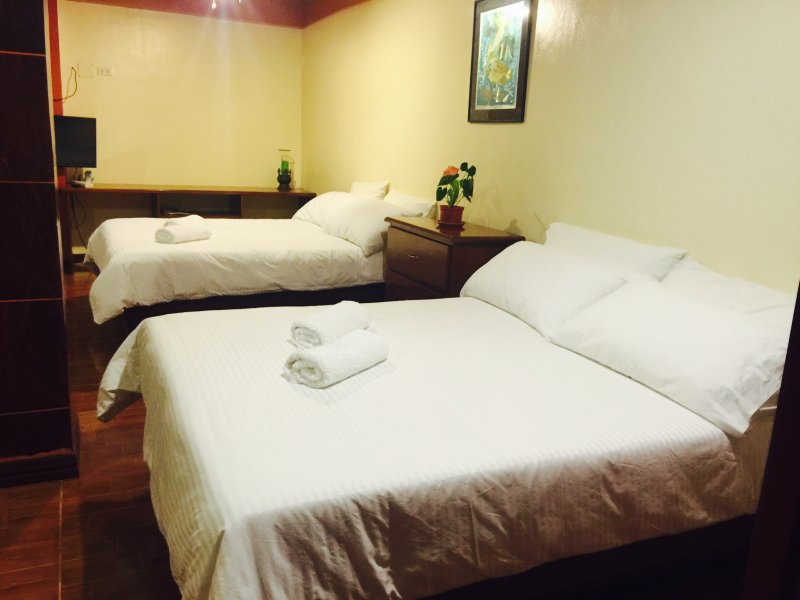 Deluxe Room- 2 King size Bed, holiday rental in Mindoro