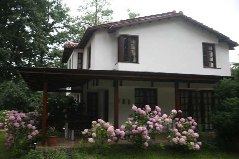 Beta Home Lake House-Rose Villa, holiday rental in Izmit