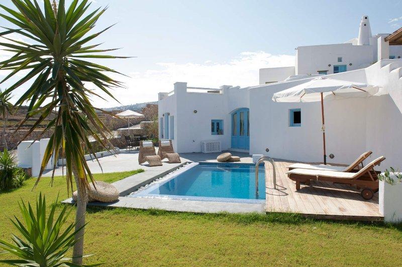 BlueVillas   Villa Livas   Large patio 7 plunge pool close to the beach, location de vacances à Vourvoulos