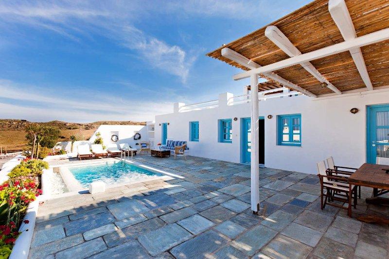 BlueVillas   Villa Skiron   Private plunge pool close to Vourvoulos beach, location de vacances à Vourvoulos