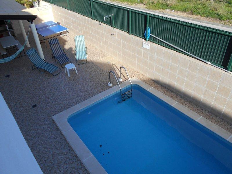 V3-Gambelas-Piscina,praia,bbq,internet com lareira, holiday rental in Montenegro