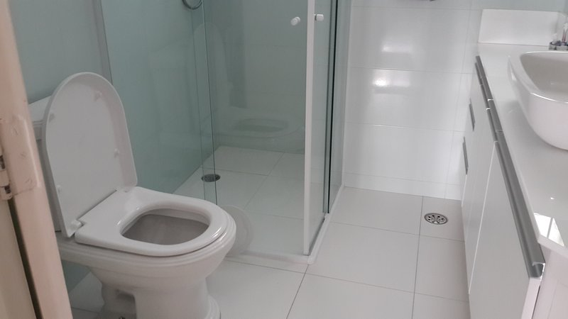 Full bathroom with hot shower