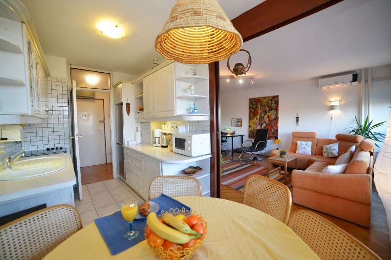 Spacious living space with lounge room, dining area and fully equipped kitchen