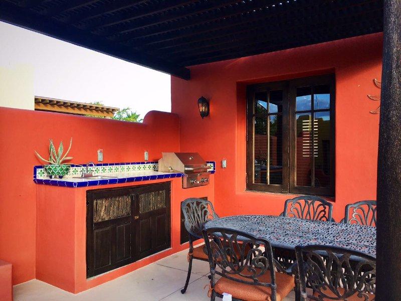 área para churrasco com mesa de jantar exterior