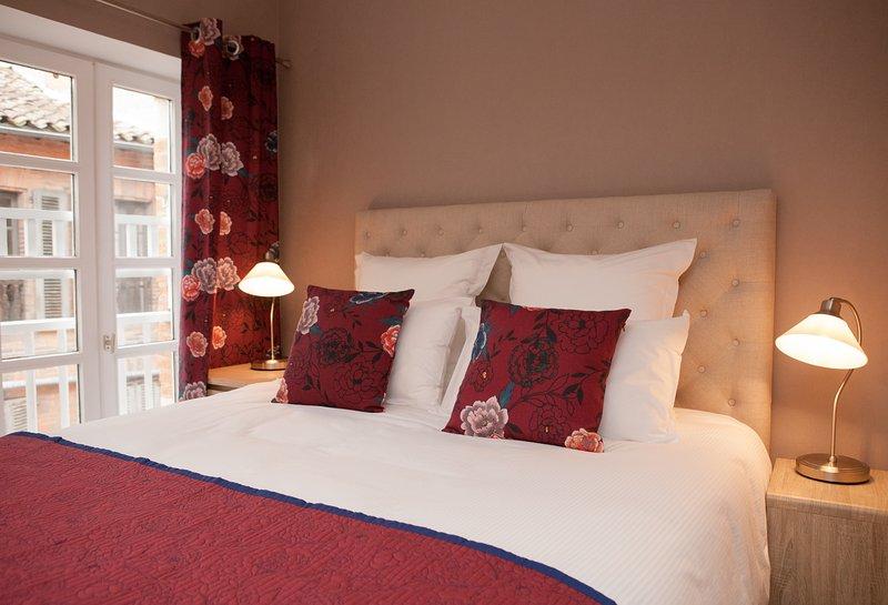Appartement coeur de ville dans le cloître St-Salvi, vacation rental in Lescure-d'Albigeois
