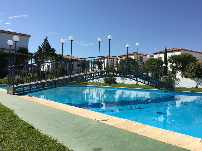 BUNGALOW24! (WIFI + Parking + Patio), vacation rental in Extremadura
